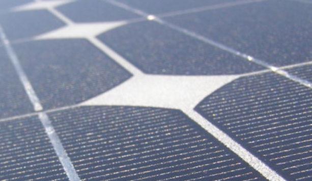 Een zonnepaneel en zijn zonnecellen om zonne energie op te vangen.